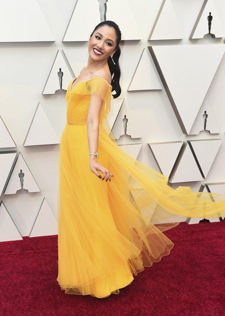 吳恬敏出席2019奧斯卡金像獎頒獎典禮,身穿Versace特別訂製鵝黃色禮服。圖...