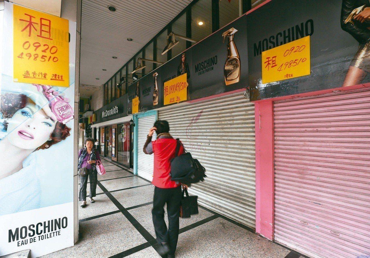 東區商圈近幾年陸續爆出名店出走潮,專家指出,忠孝商圈當務之急必須重新找回定位及特...