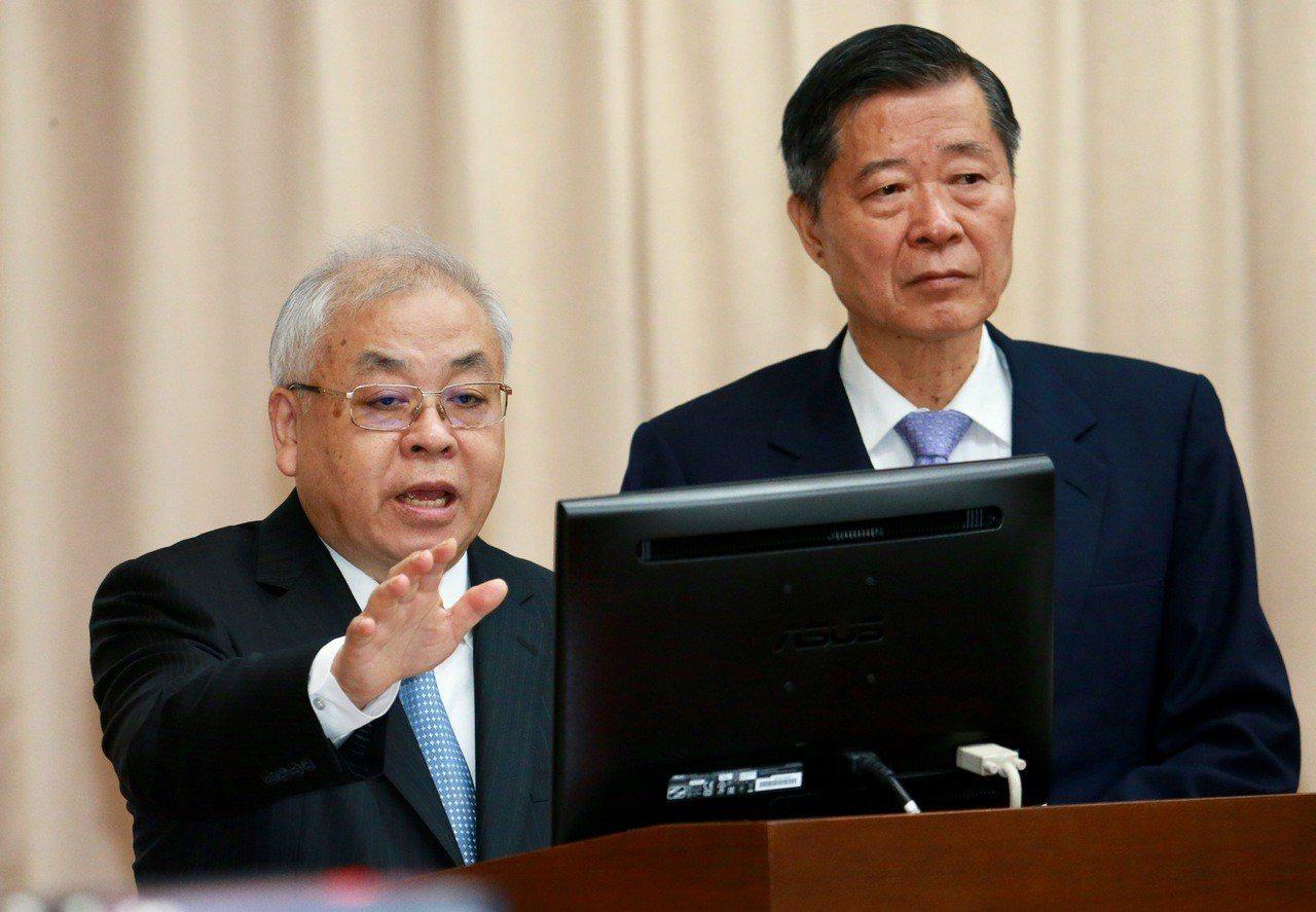 主計長朱澤民(左)上午在上午在立法院財委會備詢表示,就目前經濟來看「保二絕對沒問...