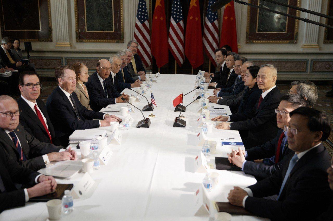 美中第7輪貿易談判落幕,美國總統川普說將延長對中國調升關稅的期限。歐新社