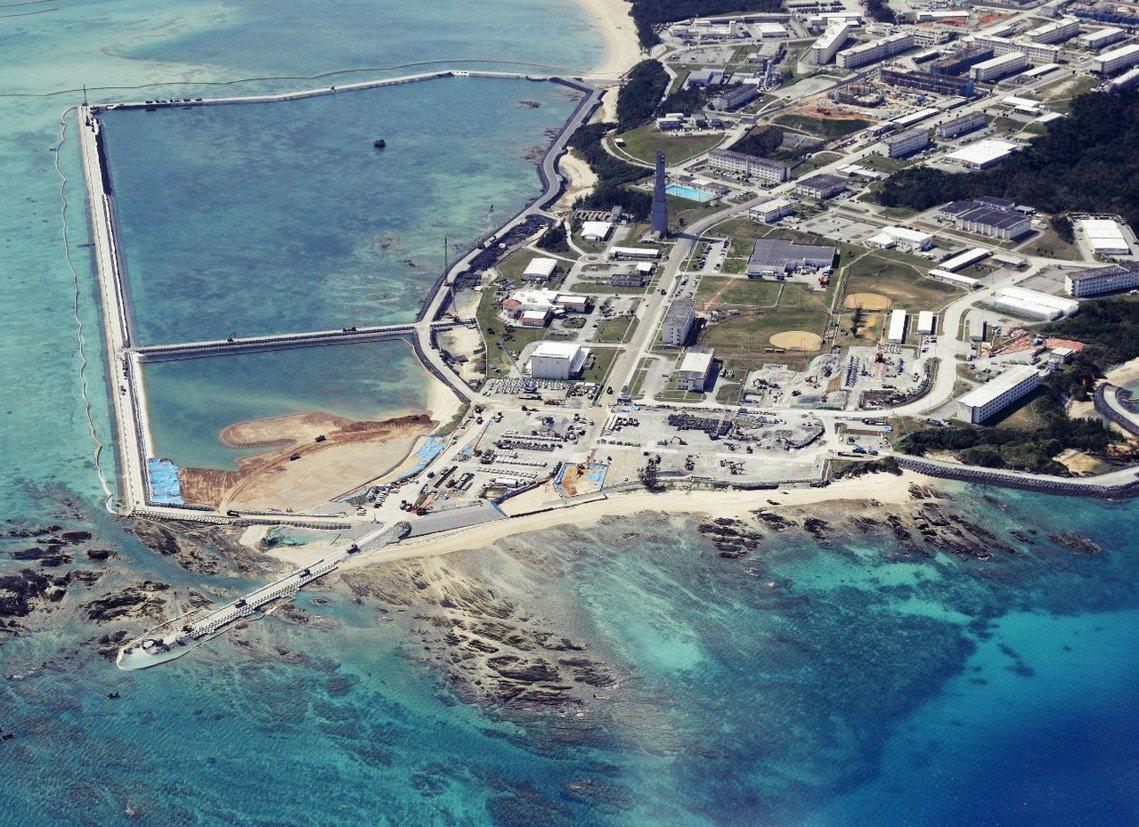 邊野古基地的填海造地工程。 圖/路透社