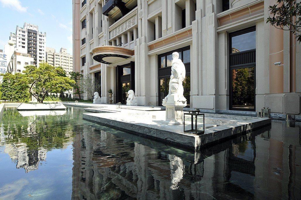 雄崗花園美術館-中庭水景。圖片提供/雄崗建設