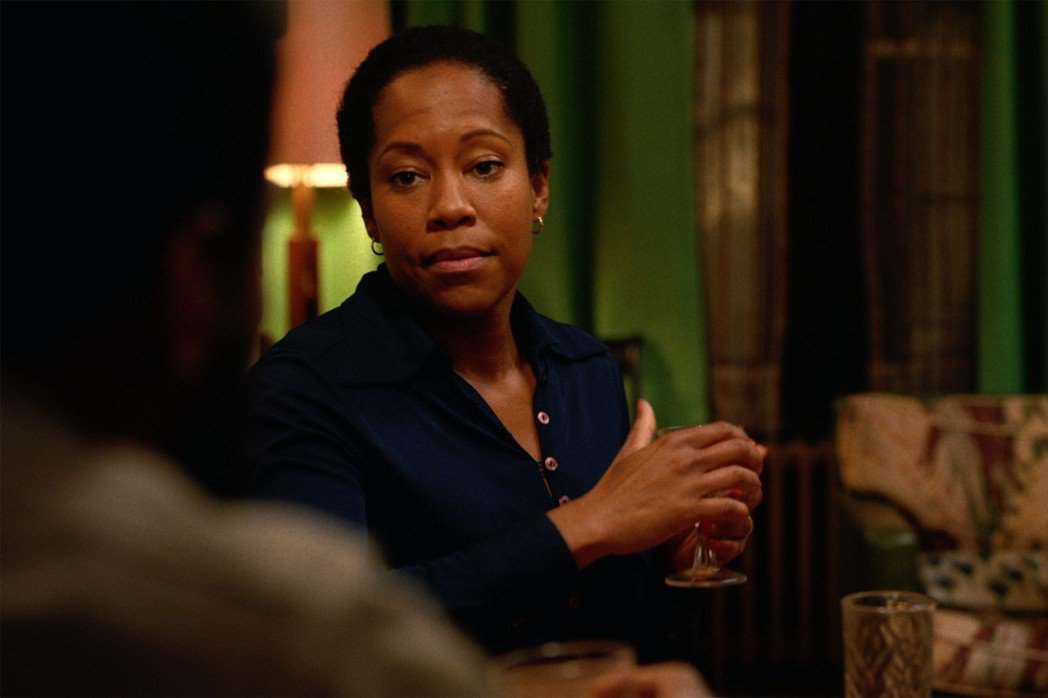 蕾吉娜金恩以「藍色比爾街的沉默」拿下奧斯卡獎最佳女配角獎。圖/摘自推特