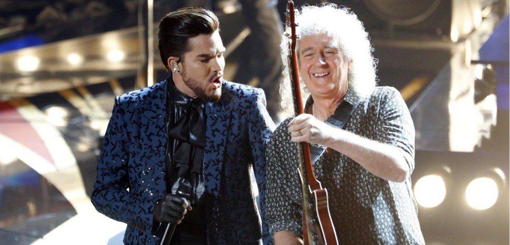 「皇后」與亞當藍伯特合作今年奧斯卡開場表演,讓台下群星瘋狂。 圖/路透