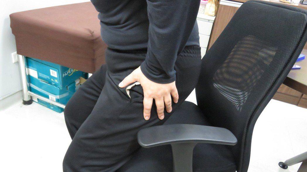 以站代坐無法抵銷久坐的傷害。圖/長安醫院提供