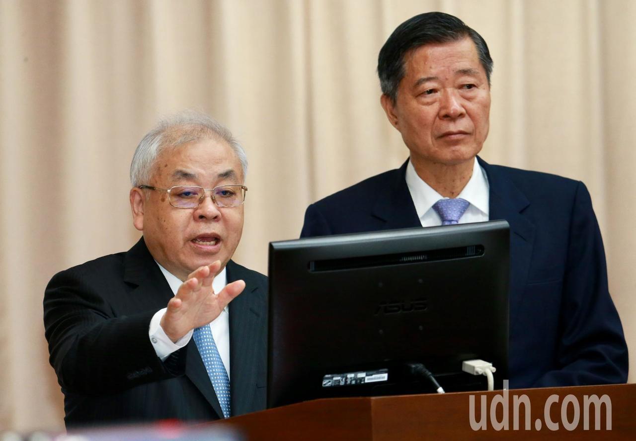 主計長朱澤民(左)上午在立法院財委會備詢表示,就目前經濟來看「保2絕對沒問題」。...