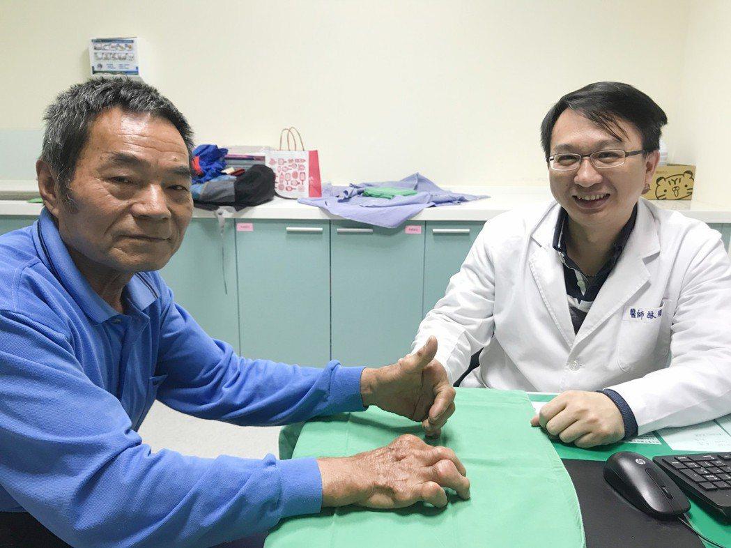 台中市烏日林新醫院過敏免疫風濕科主任林剛民(右)指出,降尿酸藥物並不會傷腎,反而...
