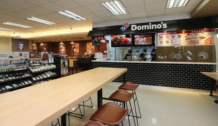 7-ELEVEN × 達美樂複合店位於台北市信義區的松高門市,門市營業面積多達8...