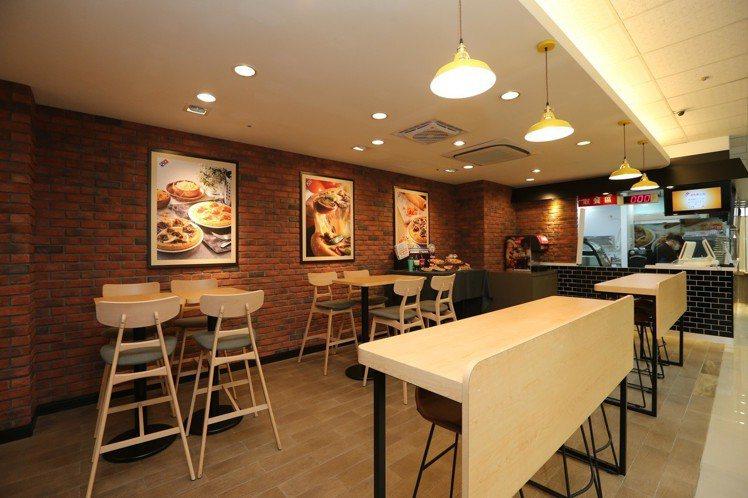 針對客席區規劃DINE IN專區,讓消費者購買完可趁熱享用。圖/達美樂提供