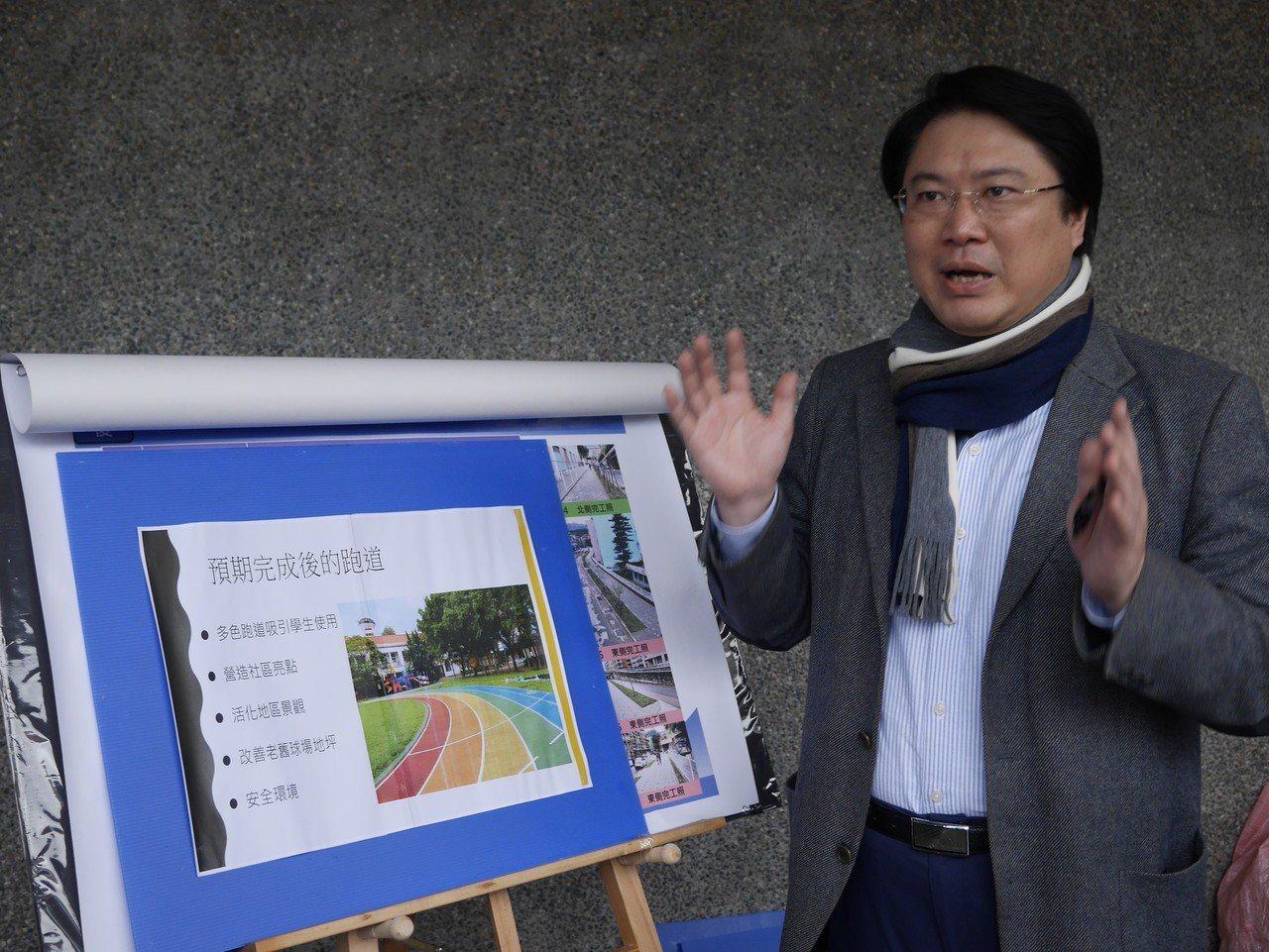 林右昌說,他上任以來積極推動「以校園為核心」的環境改善計畫,一併解決校園空間及周...