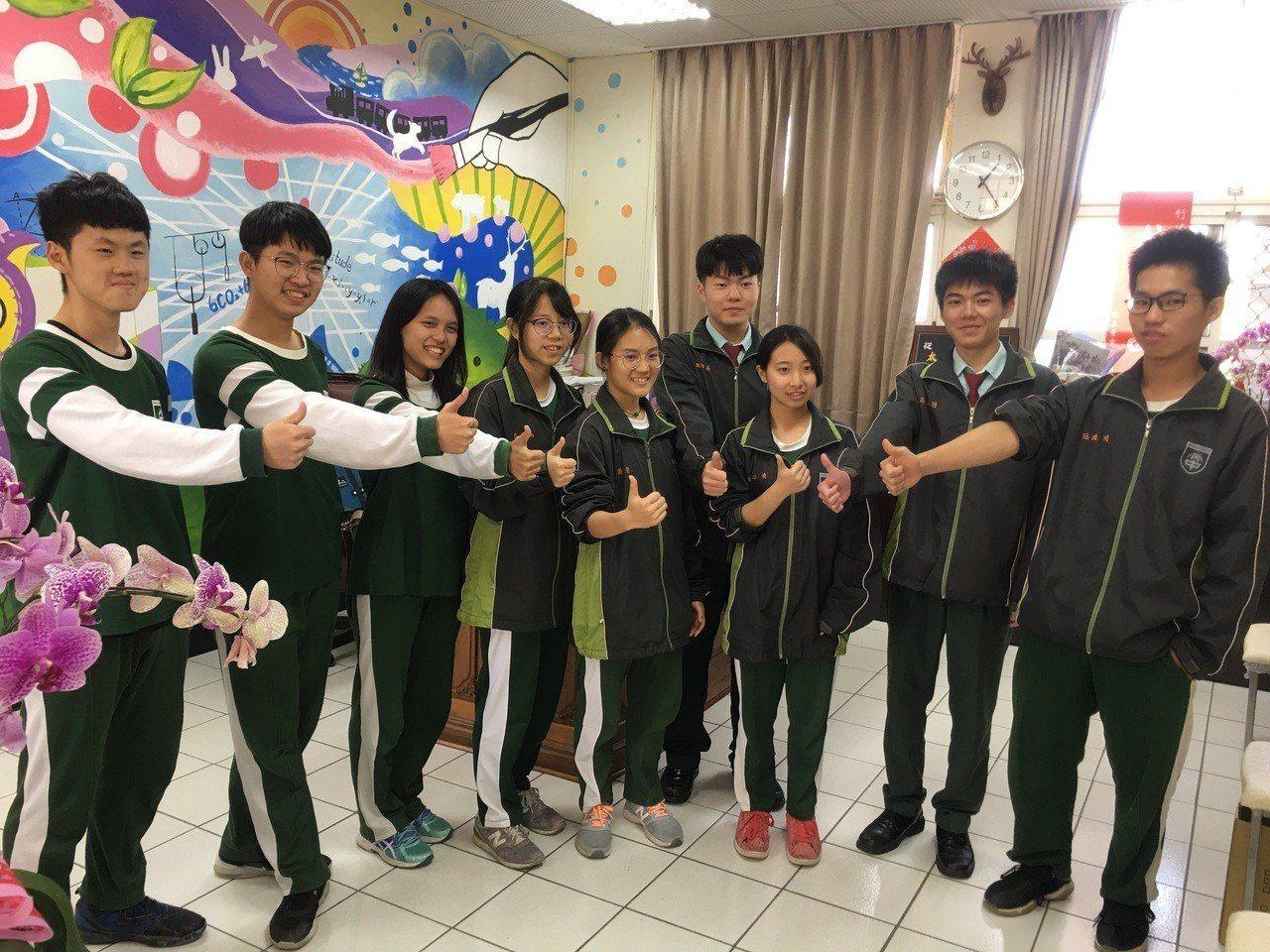 竹崎高中今年9名學生達57級分以上,學生高三開始每天放學都自願留校讀書。記者卜敏...