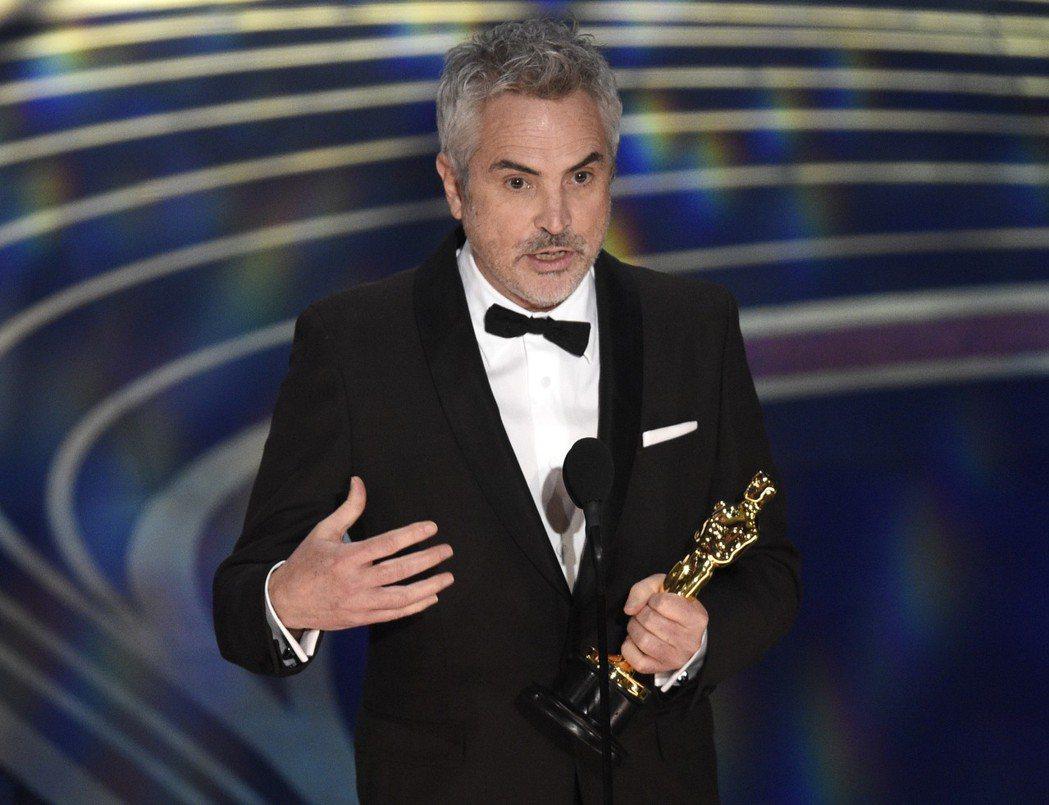 墨西哥導演艾方索柯朗,以《羅馬》一片拿下最佳導演,以外語片以及串流平台發行的兩大...