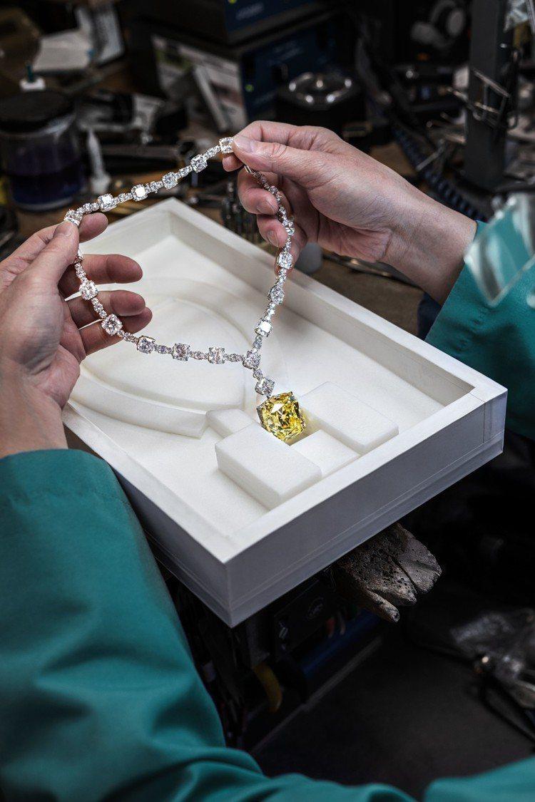 Tiffany傳奇黃鑽項鍊自出土141年以來,首度現身於頒獎典禮和紅毯。圖/Ti...