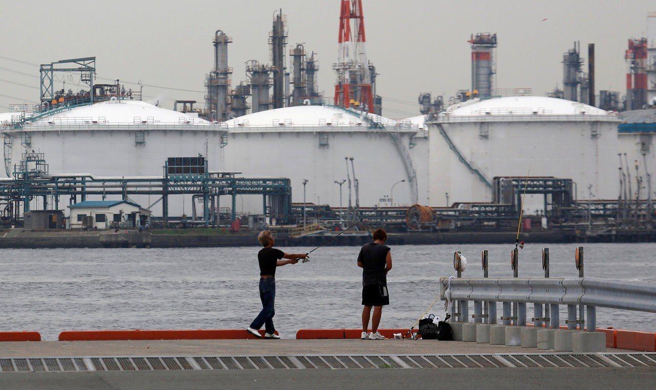 高盛預測,布蘭特油價短期內將上揚到每桶70-75美元,但年底時可能回落到60美元...