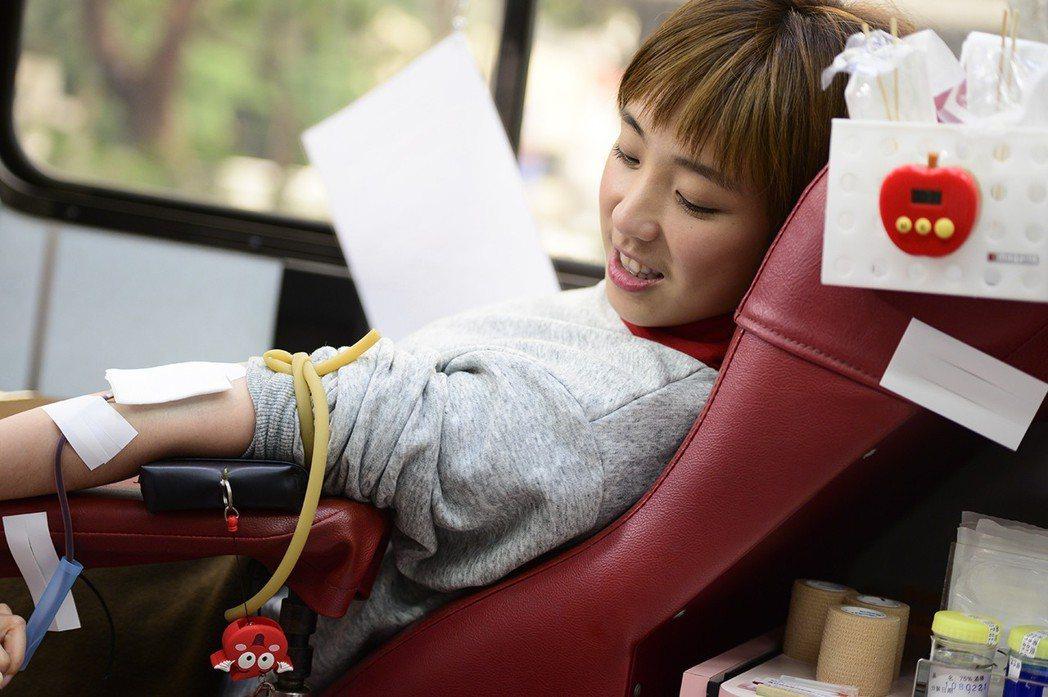 熱血沸騰的梁舒涵響應捐血。圖/TVBS提供