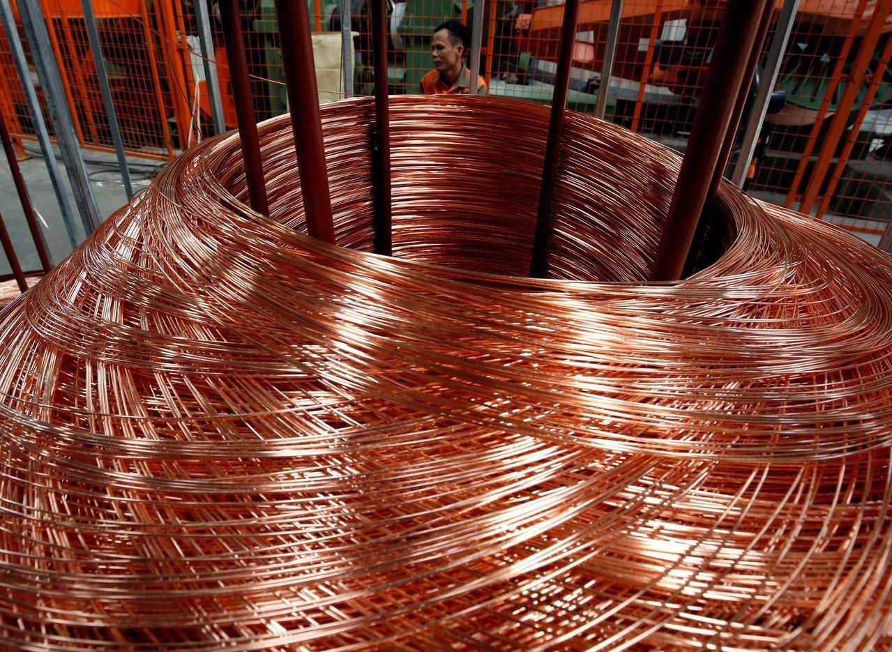國際銅價25日漲破每公噸6,500美元價位,美國總統川普延長貿易休戰期是一大因素...
