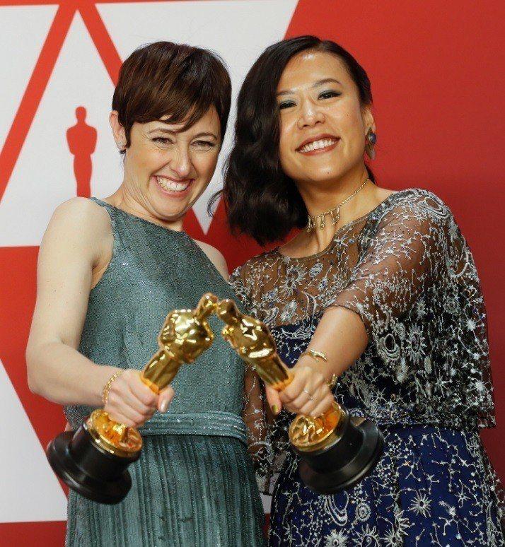 奧斯卡最佳動畫短片「包子」導演石之予、製片貝琪尼曼柯柏喜獲小金人。圖/歐新社