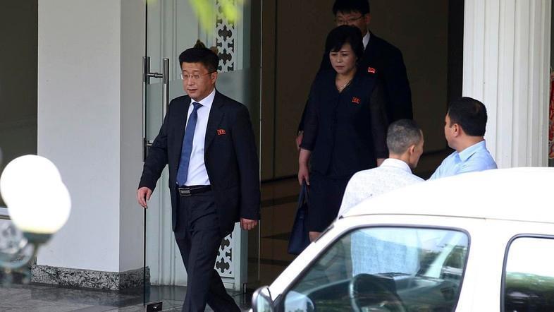 圖為金赫哲21日離開越南政府迎賓館外出的畫面。美聯社