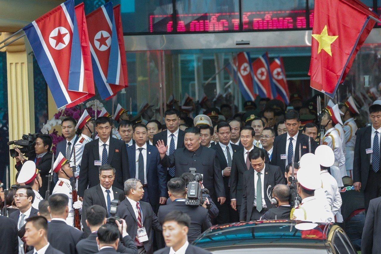 北韓領導人金正恩26日早上抵達越南同登火車站。歐新社