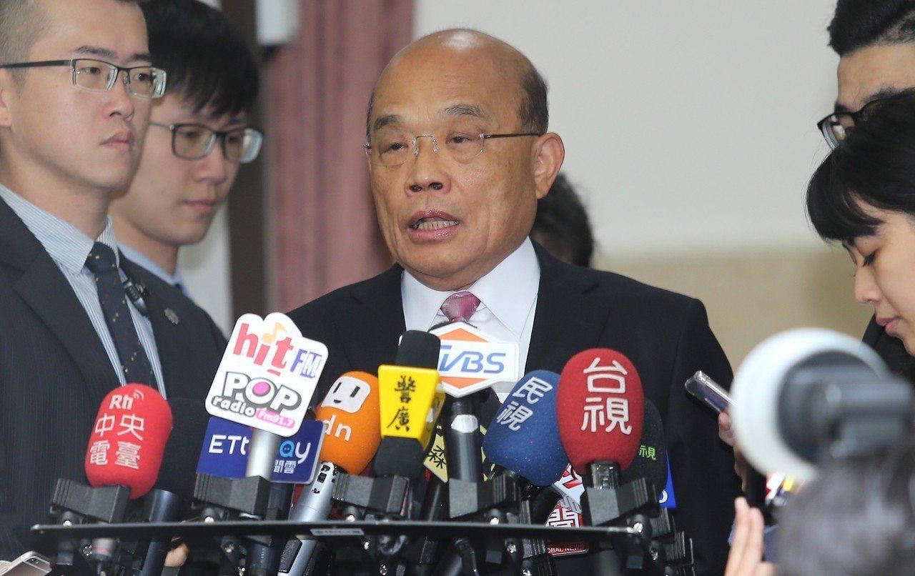 行政院長蘇貞昌(中)上午到立法院備詢。記者曾學仁/攝影