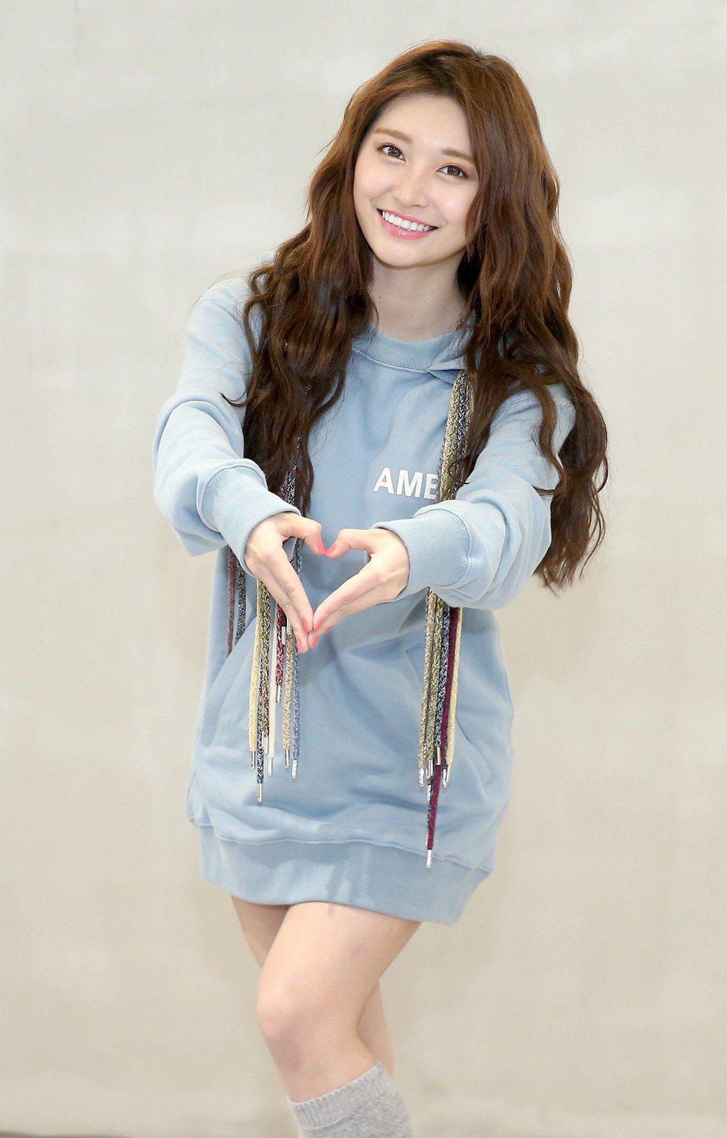 祈錦鈅發表新歌《比心小幸福》。記者余承翰/攝影