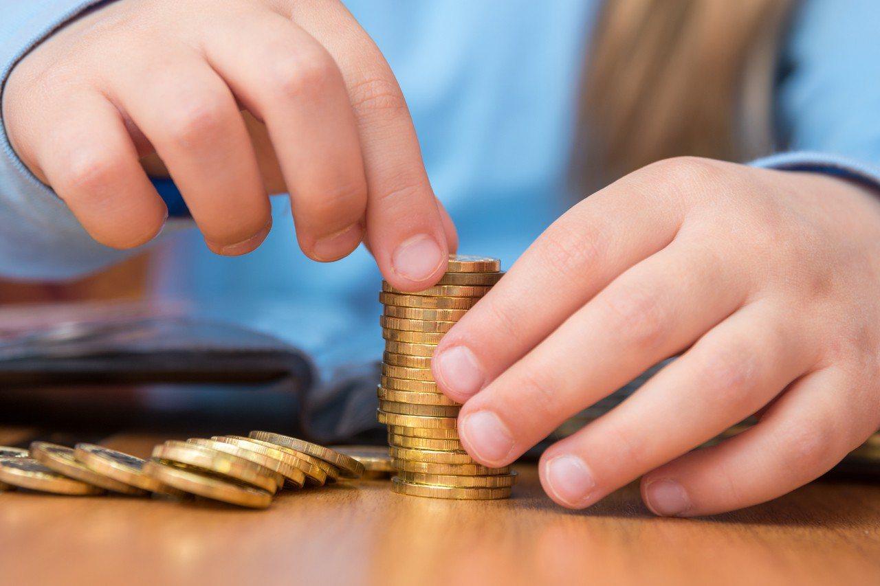 金管會去年宣布將獎勵高度配合政府「投資五加二新創產業」、「提高國人保險保障」及辦...