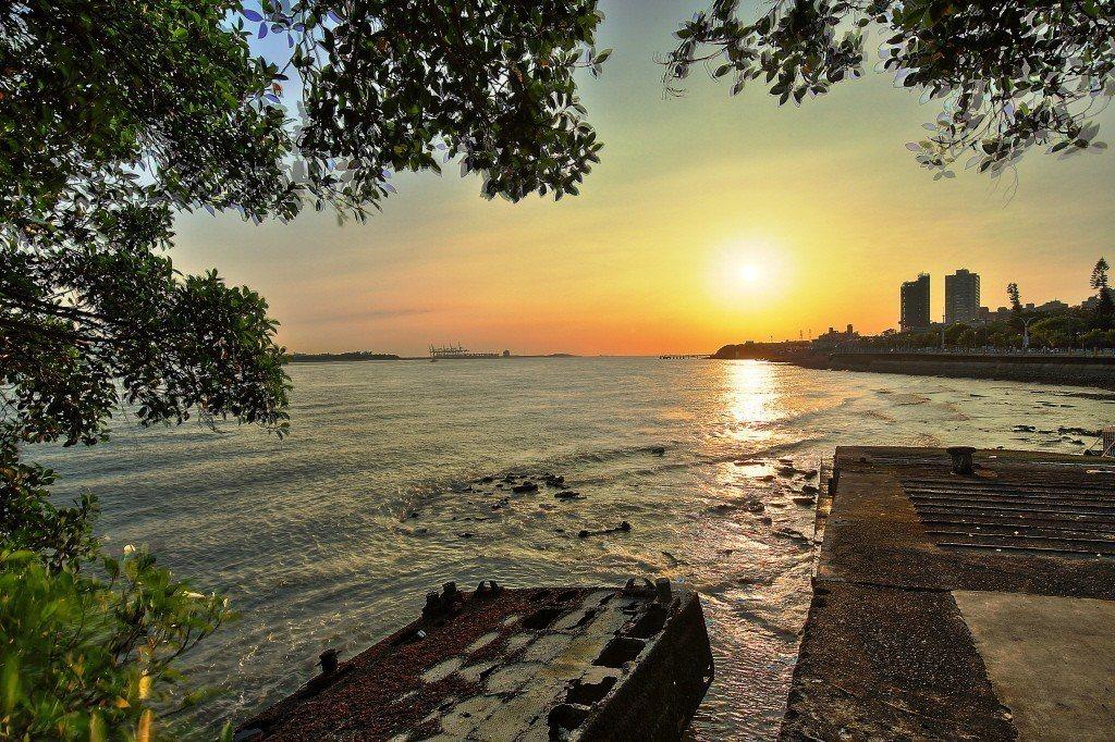 淡水海關碼頭河岸景致。 圖/淡水古蹟博物館提供
