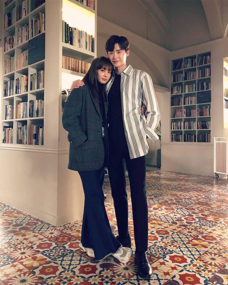 李鍾碩最近出演《羅曼史是別冊附錄》擔任男主角車恩浩。圖/擷自instagram。