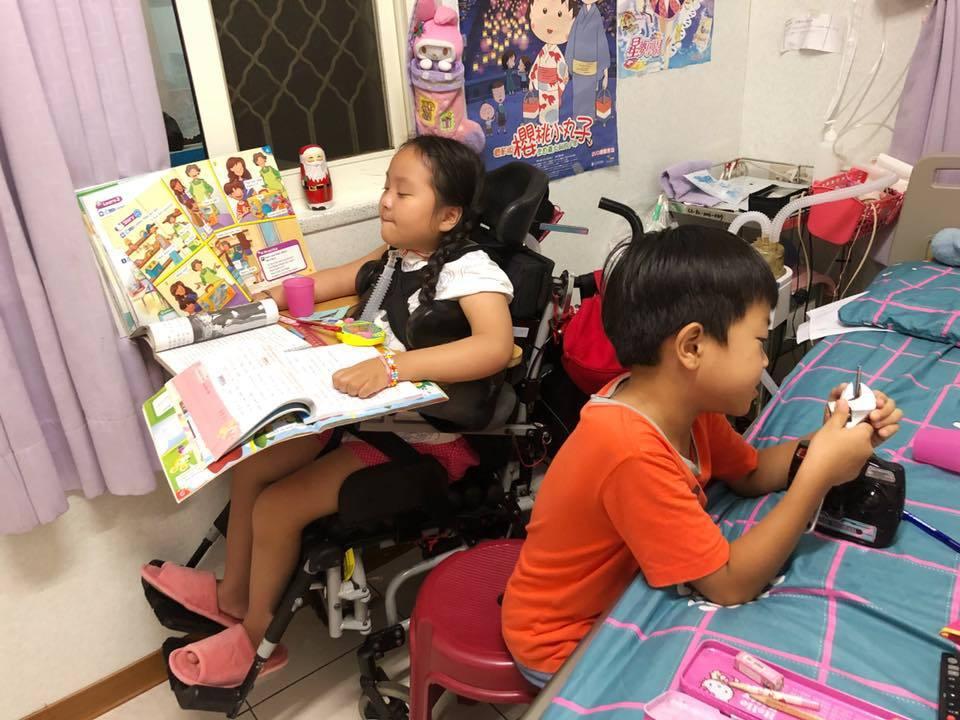 目前就讀小學三年級的珣珣相當好學,不但課前充分預習,課堂中只要即使吃力也會盡力回...