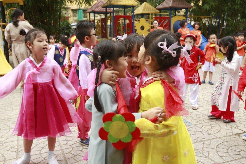 河內希望行銷「革新」模式,與朝鮮或其他國家交流。圖為越南的「越朝友誼幼稚園」,1...