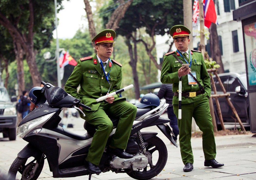 越南為何雀屏中選?國際政治因素占了絕大部分——它可發揮共產國家走向自由市場的示範...