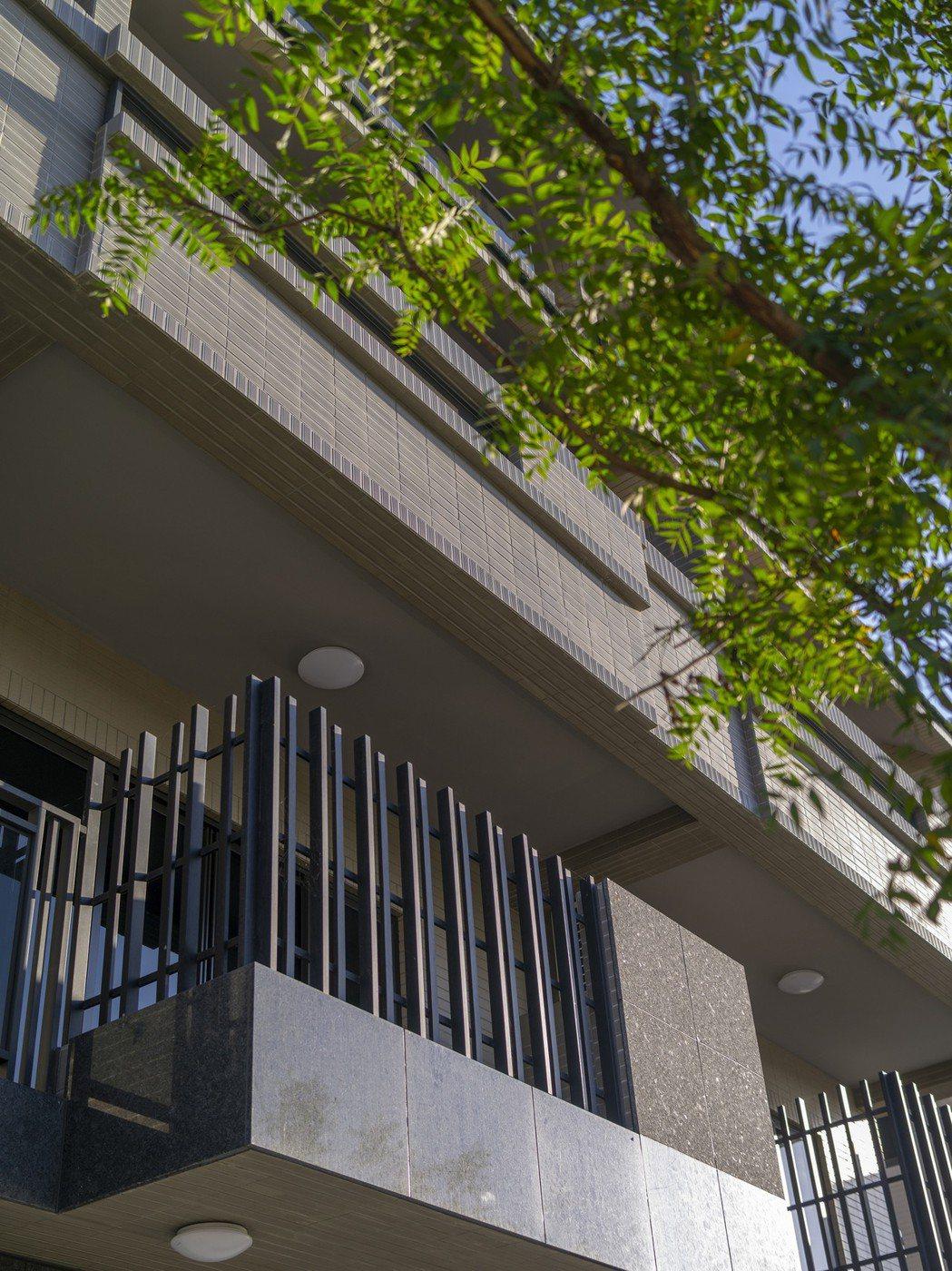校園、綠園層層環伺,新菁英聚落、嶄新電梯別墅名宅。圖片提供/福鑫資產