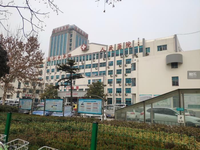 第四醫院看起來很普通,進門直走是門診部。