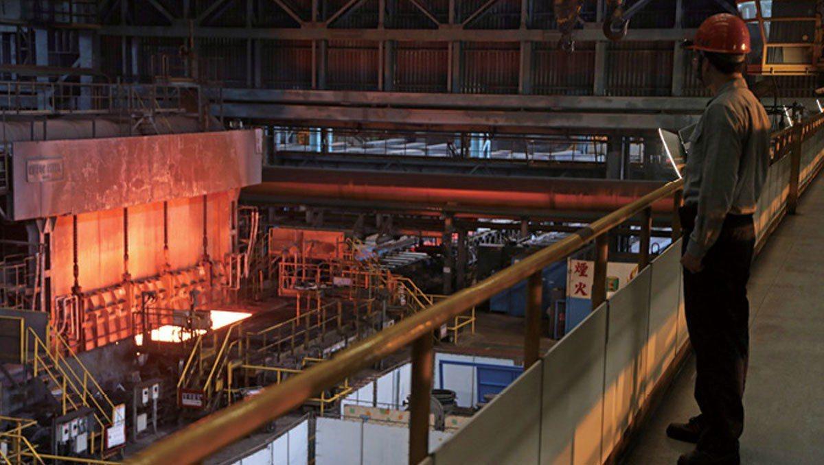中鋼四階段擴廠,成就了今日的產業龍頭,不過也造成許多「人力團塊」。