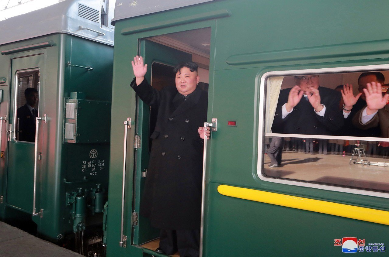 北韓領導人金正恩搭乘的火車已在26日上午抵達越南,圖為他23日從平壤出發時照片。...