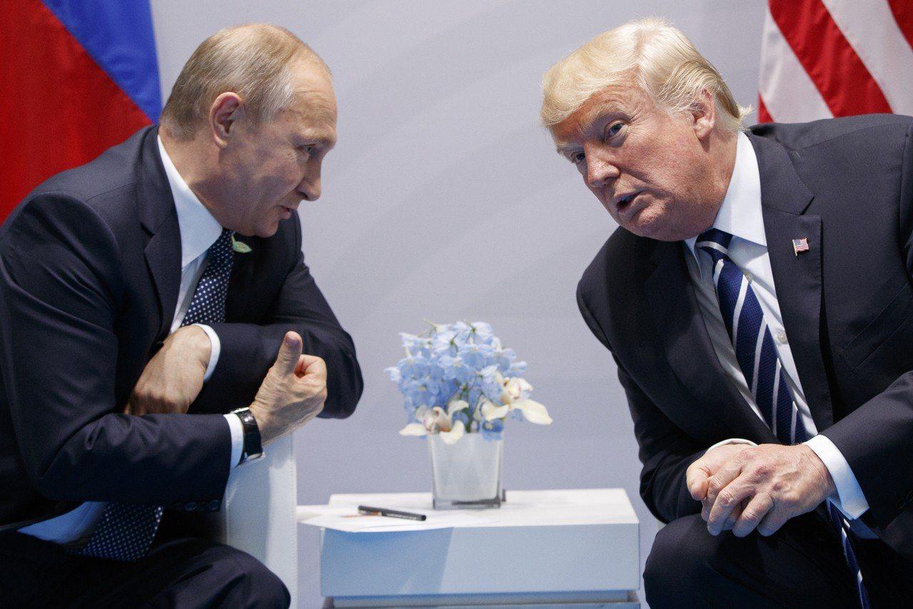 俄羅斯外交部長拉夫羅夫表示,美國總統川普(右)會晤北韓領袖金正恩前,曾向俄羅斯尋...