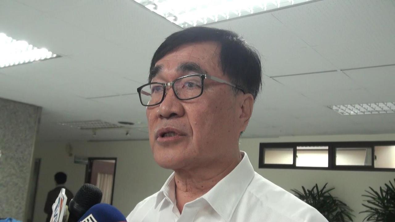 針對蕉農抗議蕉價被壓低,高雄市副市長李四川表示會調查處理。記者楊濡嘉/攝影