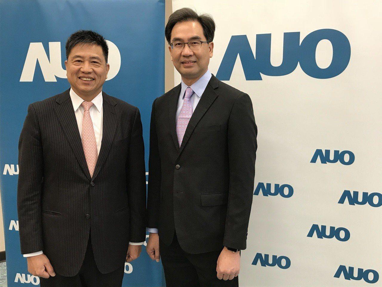友達董事長彭双浪(左)和總經理蔡國新出席新春活動。記者蔡銘仁/攝影