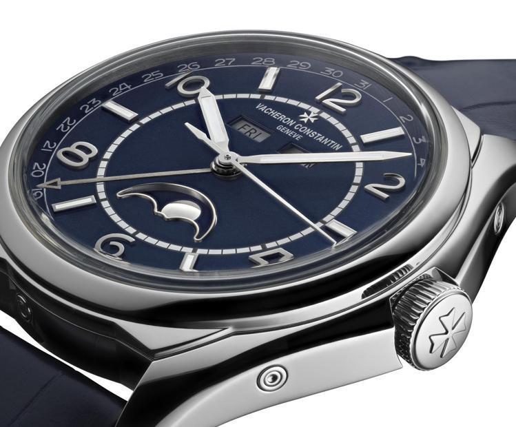 江詩丹頓Fiftysix藍面精鋼全日曆腕表,73萬7,000元。圖/江詩丹頓提供