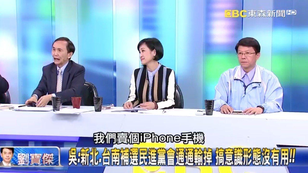 美麗島電子報董事長吳子嘉(左)在政論節目中預言新北與台南立委補選,民進黨都會輸。...