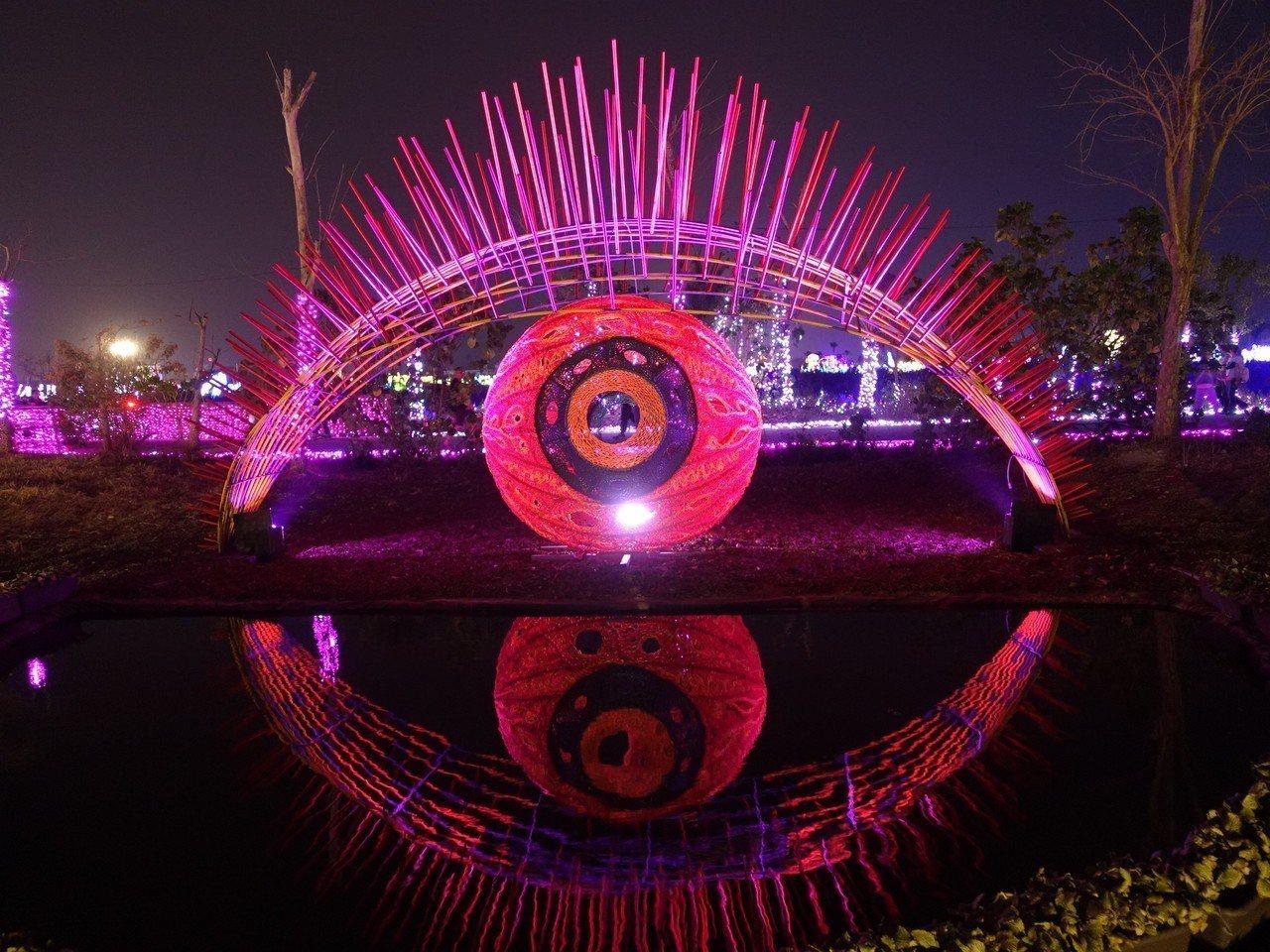 正在屏東大鵬灣舉行的台灣燈會,佳評如潮,圖為南島原鄉燈區。記者翁禎霞/攝影