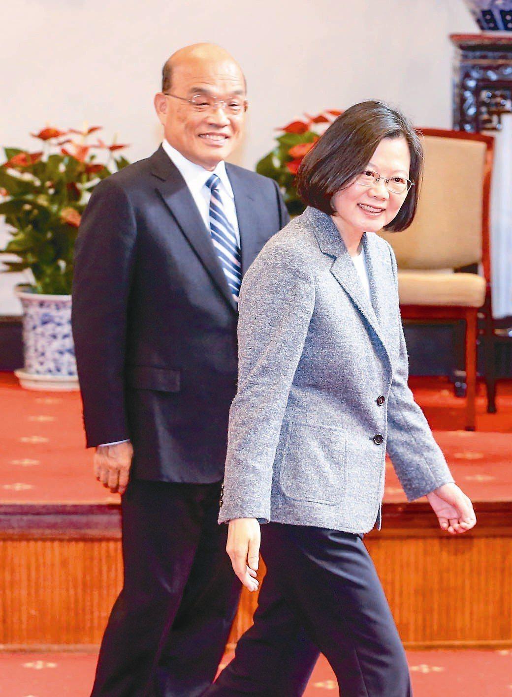 蔡英文、蘇貞昌彷彿都吃重鹹,爭著要把台灣逼上戰場。本報資料照片