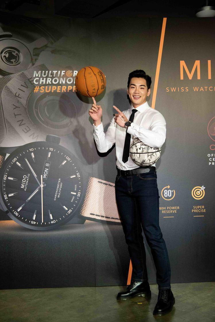 禾浩辰在全新先鋒Multifort Chronometer系列腕表活動上,大秀他...