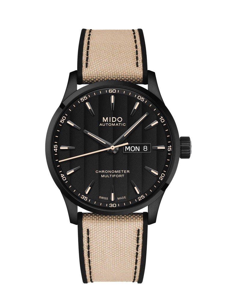 禾浩辰配戴先鋒Multifort Chronometer系列腕表,碳黑色PVD不...