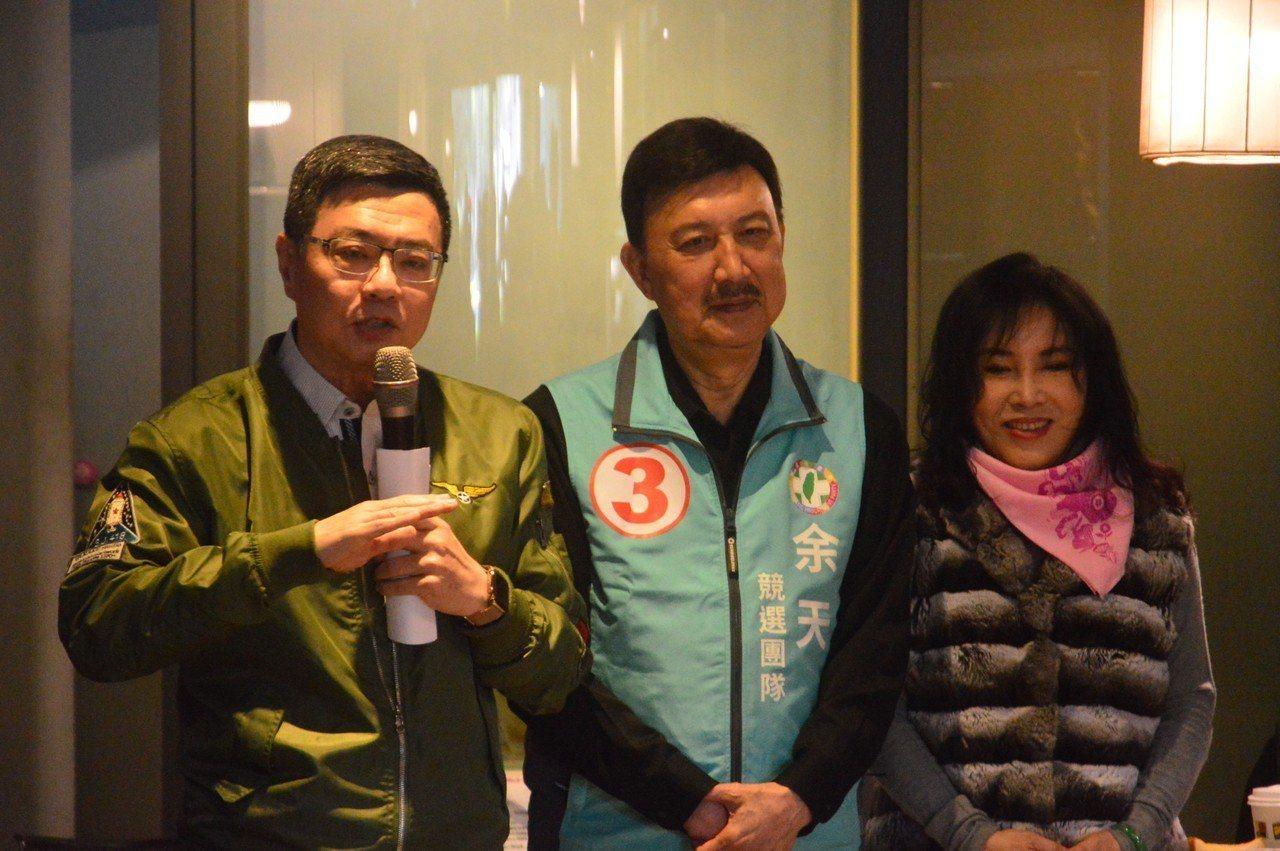 民進黨主席卓榮泰(左)認為核四、土包子是臨時、不入流選舉議題,也批台南、彰化國民...