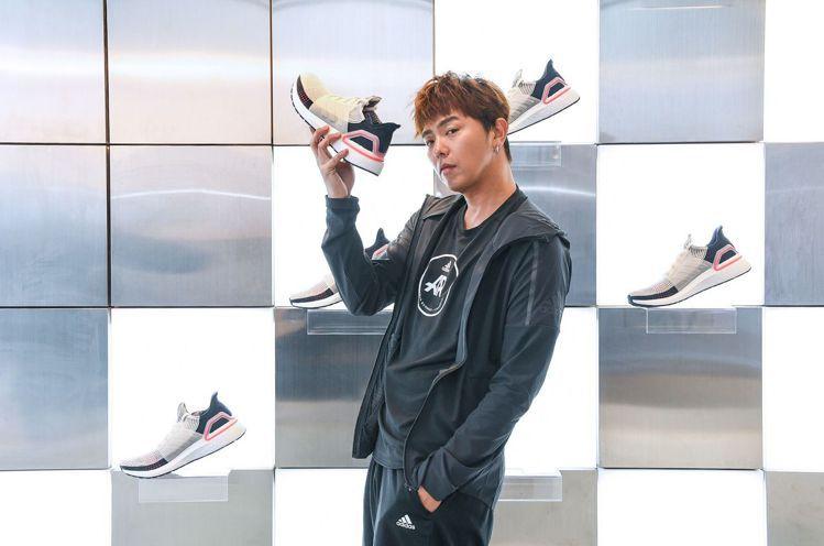 adidas新推跑鞋Ultraboost 19,售價5,990元。圖/adida...