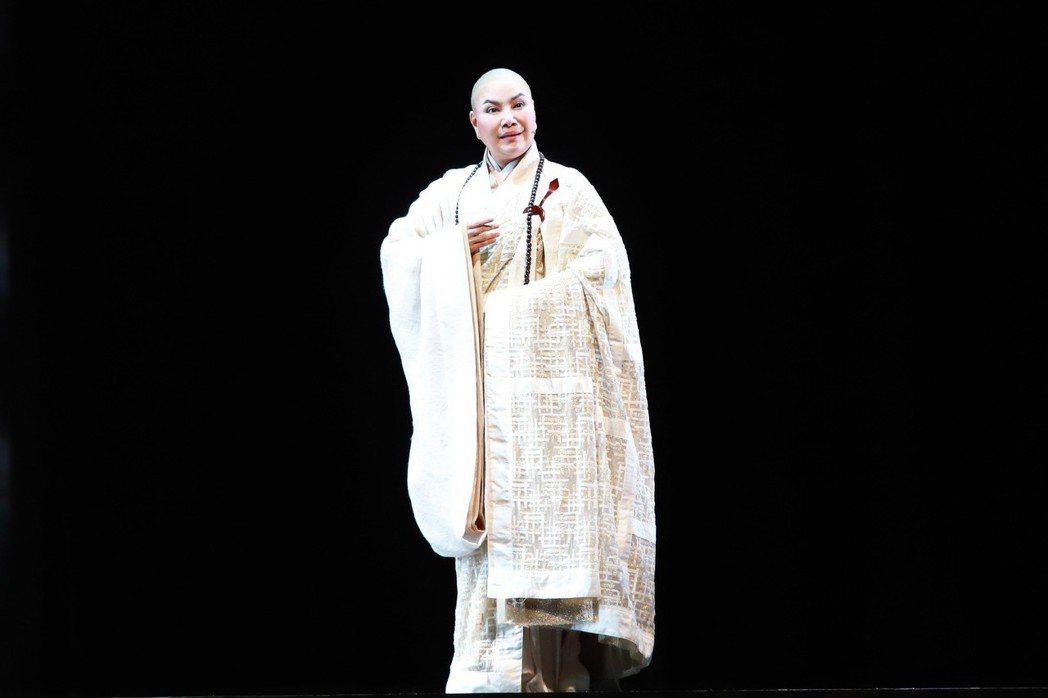 唐美雲在歌仔戲「千年渡. 白蛇」中,將打破過去法海和尚既定印象。圖/民視提供