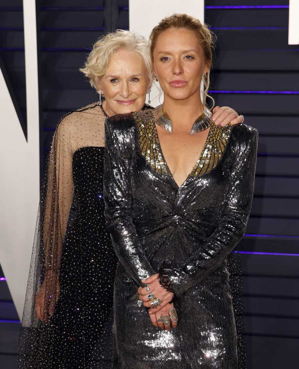 葛倫克蘿絲帶著女兒安妮一起出席奧斯卡會後派對。圖/路透