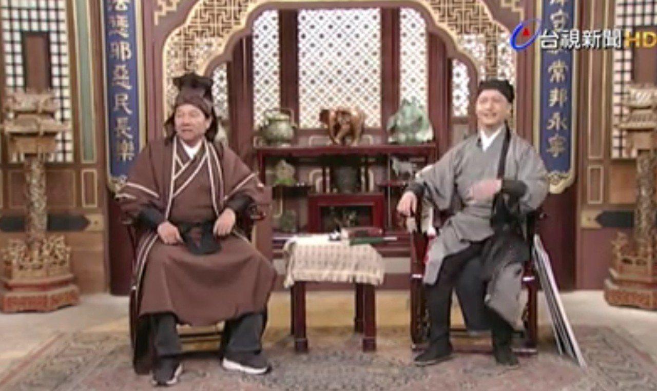 謝龍介下午變裝參加台視的直播節目,與主持人PK台語。圖/取自網路