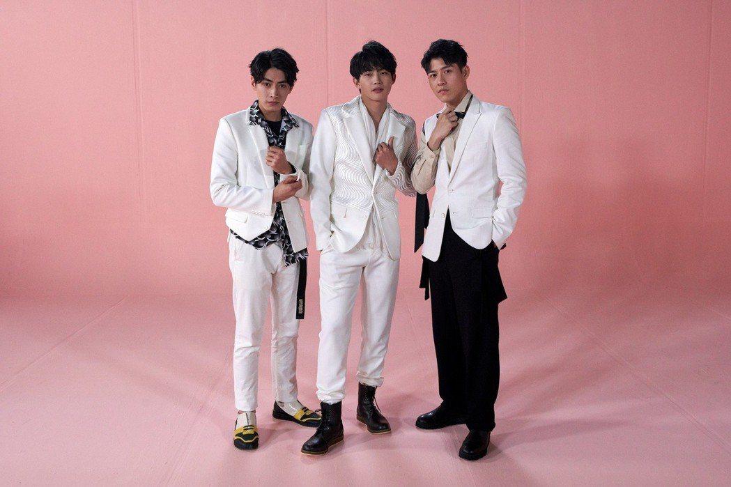 宋柏緯(左起)、張庭瑚、吳岳擎為主演新戲「愛情白皮書」拍攝片頭MV。圖/東森提供